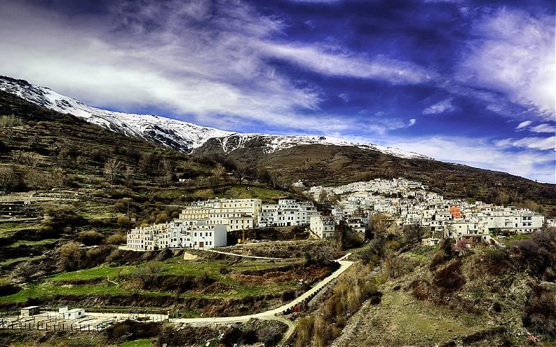 Treveléz, het hoogste dorpje in Spanje Trévelez _ (Panorámica a partir de tres tomas sin trípode) _ jose luis _bit ramone_ hitos _ Flickr_files