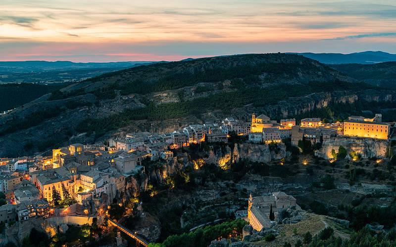 Zonsondergang over de oude stad Cuenca