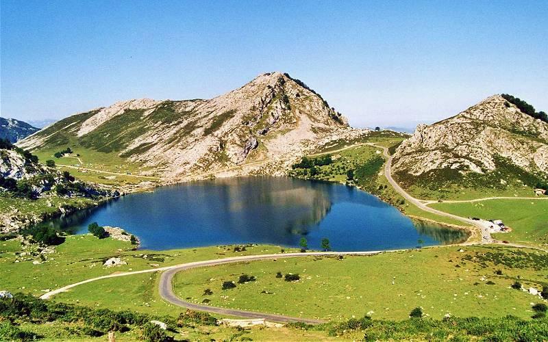 3 Asturias. Lagos de Covadonga. _ Lago de Enol. _ Joan Carles Doria _ Flickr Joan Carles Doria_files