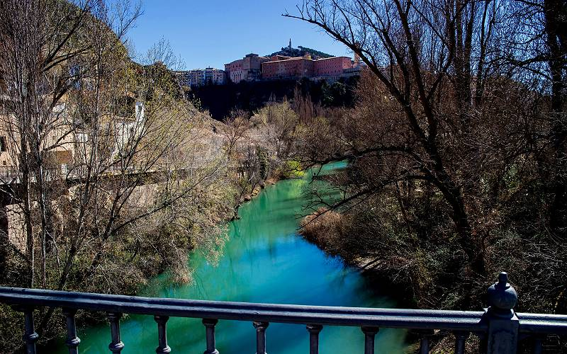 6 Jucar river, Cuenca _ The old city of Cuenca in the backgrou… _ fot Ramon Oria_files