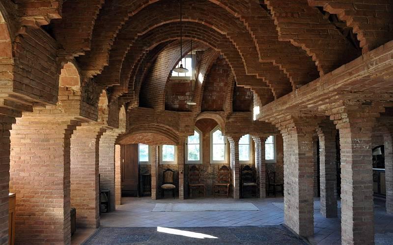 Barcelona,_torre_Bellesguard foto atlasobscura