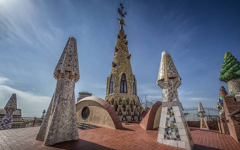 Palau Güell _ Sculptures on the rooftop of Palau Güell in Ba… _fot Ole Steffensen