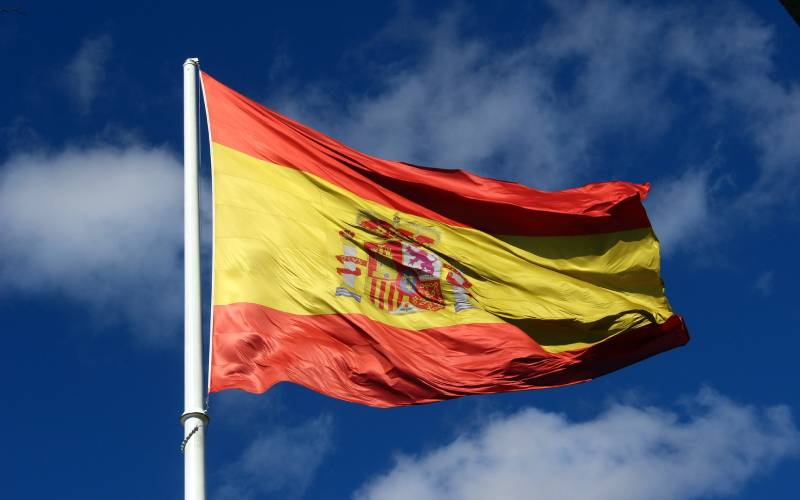 Spanish flag _ Laura Sabattini _ Flickr_files
