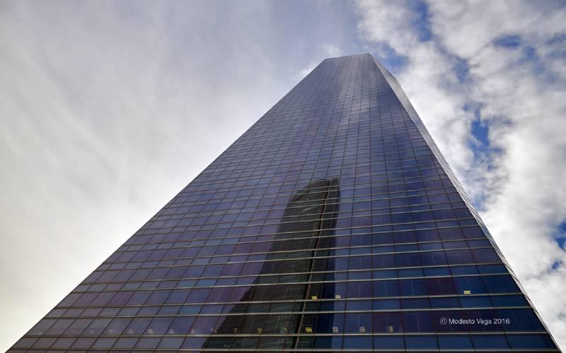 1 Reflection on the Tower of Glass (II)_Reflejo en la Torre … _ Flickr foto Modesto Vega_files