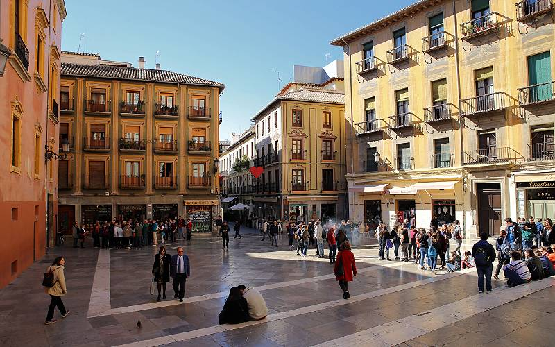 6 The cozy Plaza de las Pasiegas next to the Cathedral of Gr… _ Flickr foto Ben The Man_files
