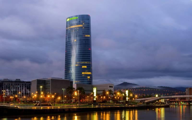 9 Torre Iberdrola (Bilbao) _ Carlos Moreno _ Flickr_files