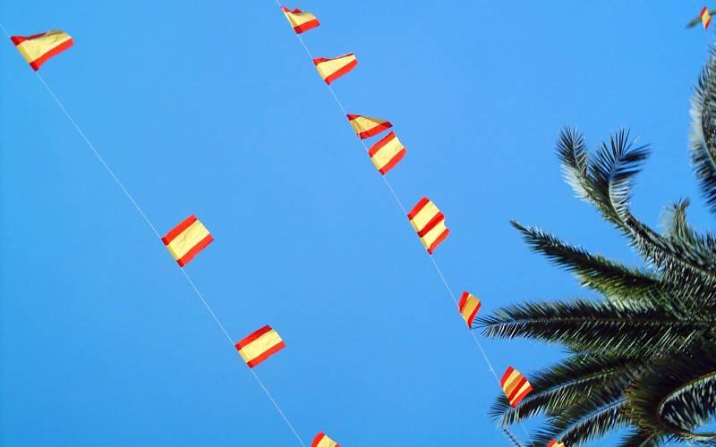 España _ Banderitas españolas por todos lados en Moguer _ Victoriano _ Flickr_files