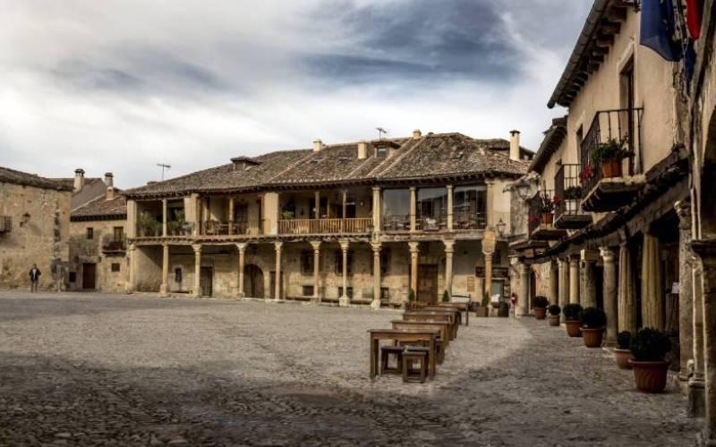 The main square _ Pedraza, Segovia, España _ agustín ruiz morilla _ Flickr foto agustín ruiz morilla (1)