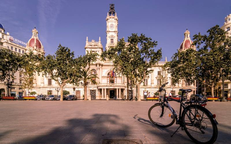 Town hall, Plaza de Ayuntamiento, Valencia, Spain _ With cyc… _ Flickr foto Henk Boudeling