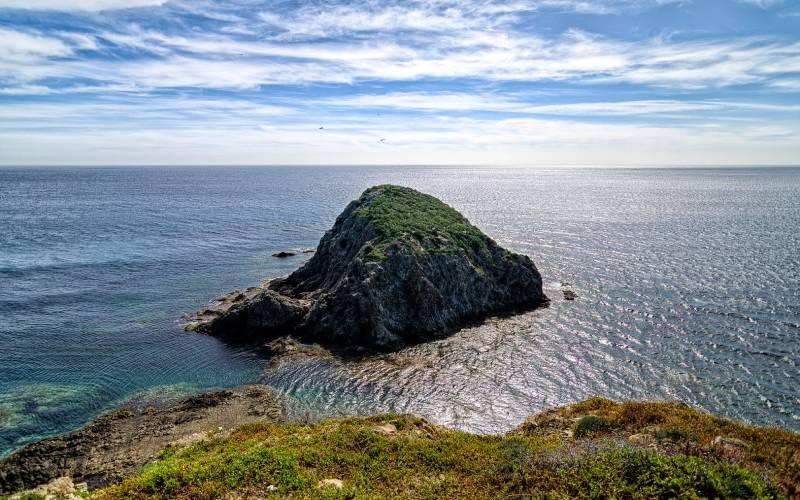 La Isleta del Moro (Almería) _ Islote que da nombre a la loc… _ Flickr foto Jose M. Cano