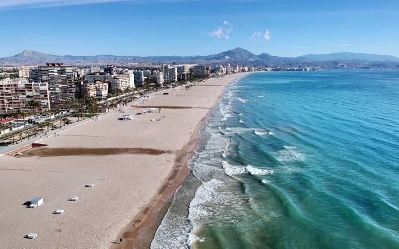 La Playa de San Juan foto Fotomondeo
