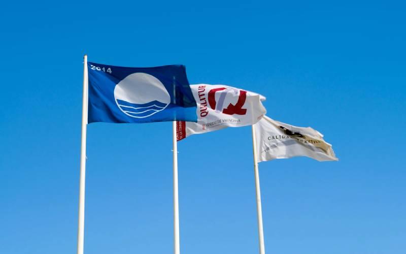 bandera-gurugu _ Bandera azul, cielo azul... Playa del Gurug… _ Flickr foto ML SLL