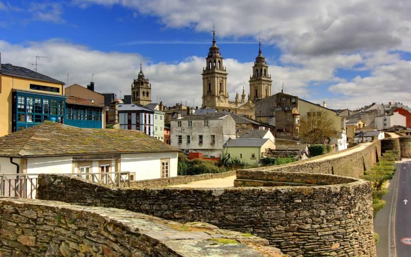 lugo, spain _ lugo city wall and cathdral _foto danjeffayelles _ Flickr_files