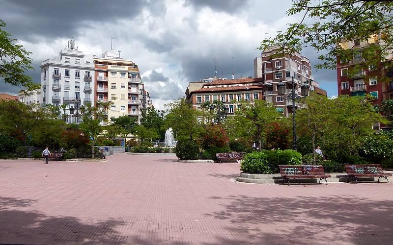 2011-05-02_15.59.44_Madrid, Chamberí, Plaza de Olavide _ Flickr foto Oszer Kemis
