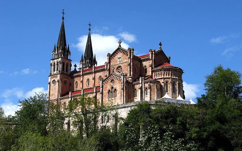 Basílica de Santa María la Real de Covadonga _ Los asturiano… _ Flickr foto jacinta lluch valero
