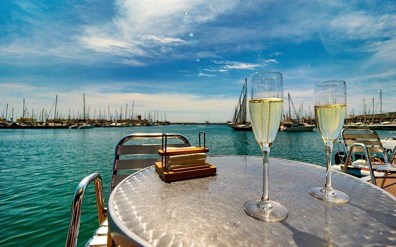 Cava at Noray _ __gentle sounds of the sea lapping at the pi… foto Richard Krawiec
