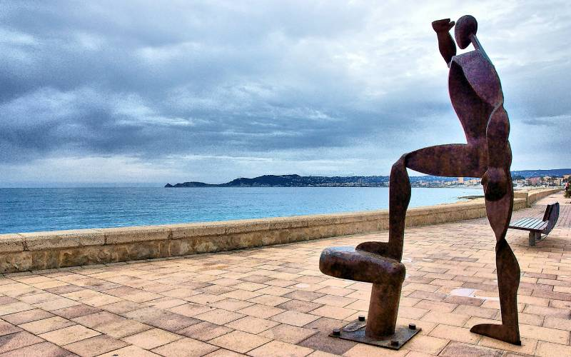 Javea _ A sculpture on the sea front. Javea, Spain. 11th Apr… _ Flickr - Foto Ian Chapman