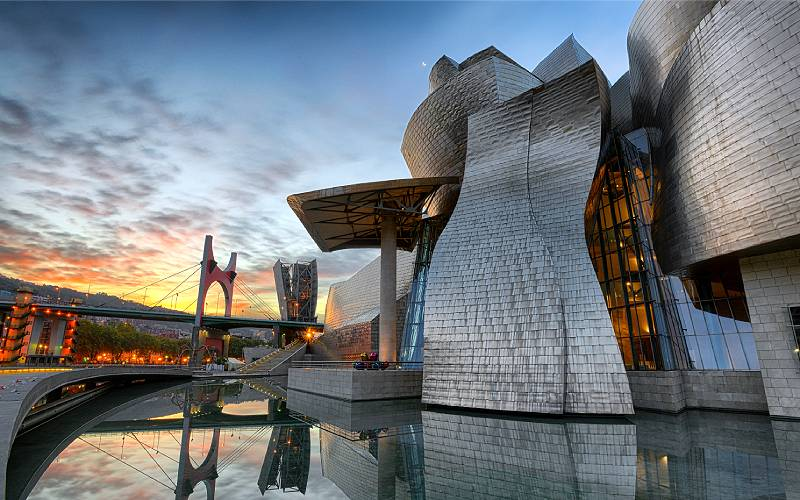 Let's be Frank about this _ Dawn at the incredible Guggenhei… _ Flickr foto Pat Charles