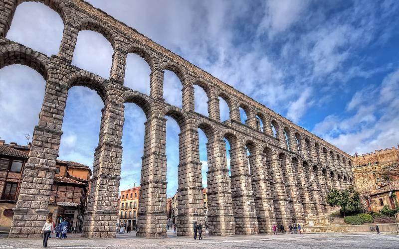 The pillars and arches of the Aqueduct. Segovia _ Segovia (C… _ Flickr foto Abariltur